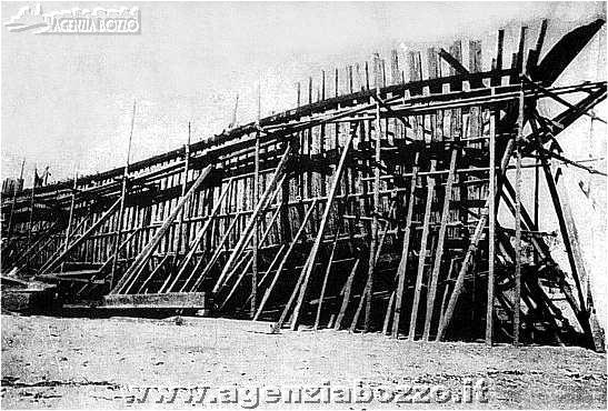 Agenzia bozzo vecchie vele cantiere sirello di savona for Cantiere di costruzione